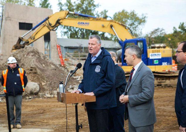 纽约市长白思豪:房屋重建计划将延期