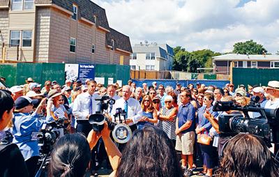 纽约皇后区贝赛居民反对社区建新楼 包括一成人日间中心